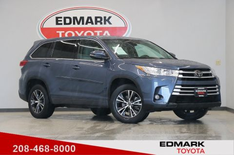 Pre-Owned 2017 Toyota Highlander LE PLUS FWD Sport Utility